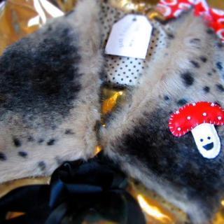Furry collar & mushroom brooch