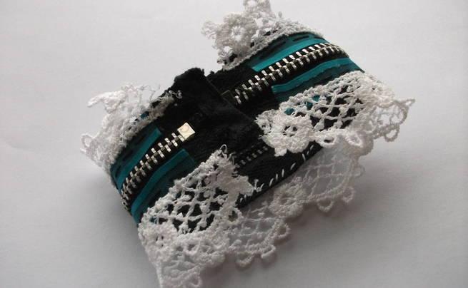 Sweetheart Lolita Zipper Cuff