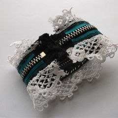 Sweetheart Lolita Zipper Cuff