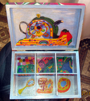 A nice gift for Chrisstmas - always OK to have hot tea at a hand! .  Make a wooden box by decorating and woodworking with varnish, tea bag, and brushes. Inspired by christmas. Creation posted by Vera I. Difficulty: Simple. Cost: Cheap.