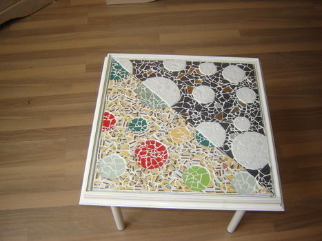 Mosaic table, made with love .  Make a table by creating, decorating, mosaic, and mosaic with glue, tiles, and wooden frame. Creation posted by Mariella H. Difficulty: 4/5. Cost: 4/5.