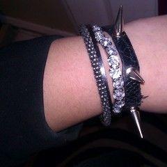Diy: Black Spike Bracelet