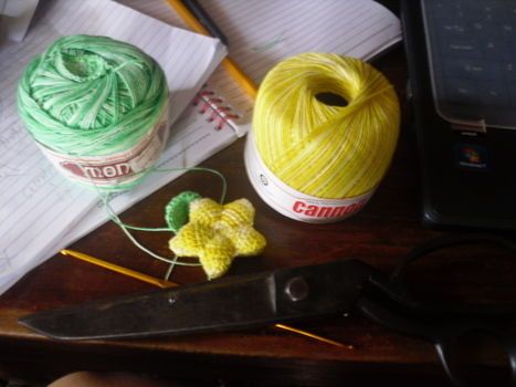 Paopu fruit from Kingdom Hearts .  Free tutorial with pictures on how to make a shape plushie in 3 steps by needleworking, sewing, yarncrafting, crocheting, and amigurumi with scissors, crochet hook, and needle and thread. Inspired by costumes & cosplay, kawaii, and stars. How To posted by Ysabelle G. Difficulty: Simple. Cost: Absolutley free.