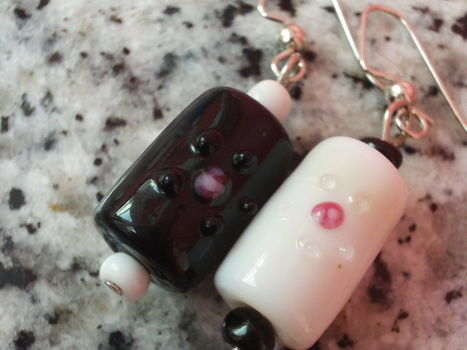 Who says earrings always have to match? .  Make a dangle earring in under 15 minutes by jewelrymaking with beads, earring hooks, and earring hooks. Creation posted by Cupcake_Warrior =). Difficulty: Easy. Cost: Cheap.