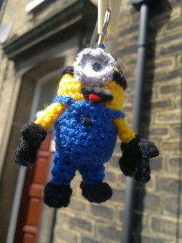 Free pattern for your own minion! Just in time for the sequel.. .  Free tutorial with pictures on how to make a keyring in under 180 minutes by yarncrafting, crocheting, and amigurumi with felt, yarn, and crochet hook. Inspired by cut out + keep, monsters, and kawaii. How To posted by HotPinkCrayola. Difficulty: Simple. Cost: Absolutley free. Steps: 16