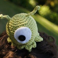 Crocheted Brain Slug Alien