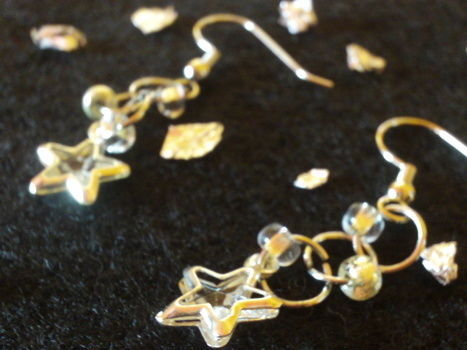 Shine with these stellar earrings! .  Free tutorial with pictures on how to make a dangle earring in under 10 minutes by jewelrymaking with earring hooks. Inspired by stars. How To posted by Cupcake_Warrior =). Difficulty: Simple. Cost: Cheap. Steps: 1