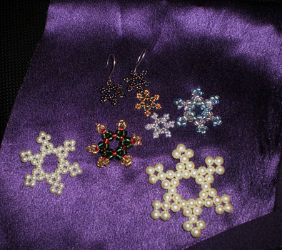 Adorable snowflakes for the holiday season. .  Free tutorial with pictures on how to make a snowflake in under 90 minutes by beading with beads and string. Inspired by christmas and snowflakes. How To posted by Seahopes. Difficulty: 3/5. Cost: Cheap. Steps: 12