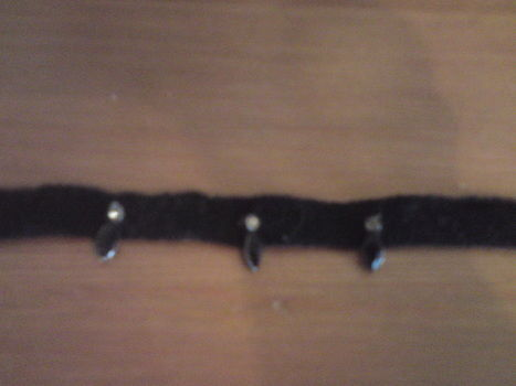 A quick and simple choker .  Make a choker necklace in under 20 minutes by jewelrymaking with needle and thread, materials, and costume jewelery. Inspired by gothic and clothes & accessories. Creation posted by Linzilollypop. Difficulty: Easy. Cost: No cost.