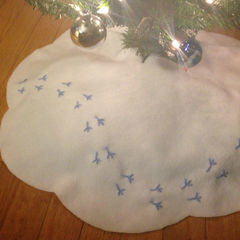 Birdie Tracks Christmas Tree Skirt
