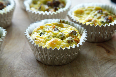 Paleo Bison Egg Muffins..a simple and healthy Paleo snack for those of you on the go!       .  Free tutorial with pictures on how to bake a savoury muffin in under 50 minutes by cooking and baking with eggs, onion, and pepper. Recipe posted by amazingpaleo. Difficulty: Easy. Cost: 3/5. Steps: 11