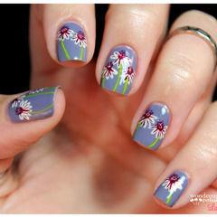 Daisy Floral Nail Art