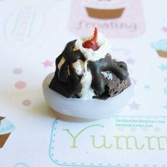 Fenton's Inspired Saddle Back Brownie Sundae Charm