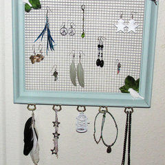Vintage Frame And Chicken Wire Jewelry Organizer