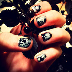 Spooky Spider Nails; A Halloween Diy
