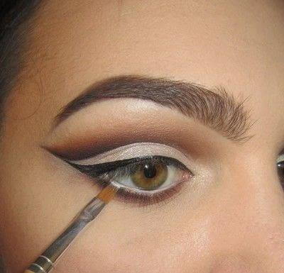 How to create a cut crease eye makeup look. Classic Cut Crease - Step 5