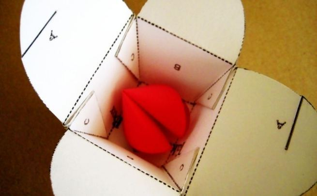 Valentine's Day Paper Fortune Cookies .