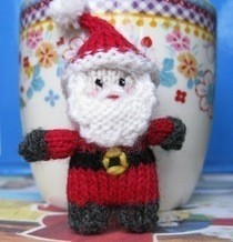 Tiny Santa Knitting Pattern