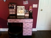 Juicy Makeup Vanity