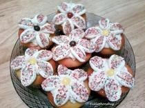 Marshmallow Flowers On Cupcakes