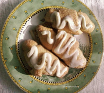 Sugared Cinnamon Crescent Rolls With Vanilla Icing