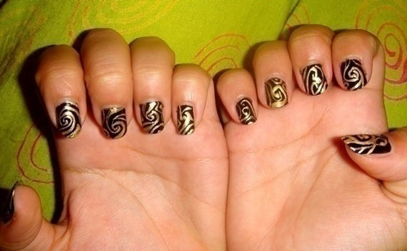 Black And Gold Nails :)