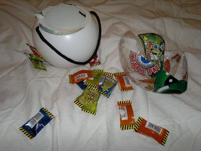 How to make a novetly bag. Pokeball Bag / Halloween Candy Tub - Step 2