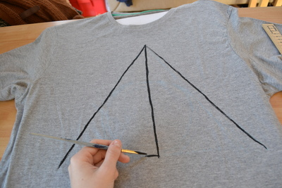 How to paint a t-shirt. Harry Potter & The Deathly Hallows T Shirt - Step 3