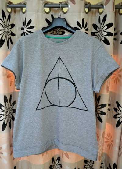 How to paint a t-shirt. Harry Potter & The Deathly Hallows T Shirt - Step 9