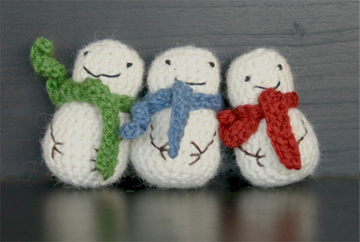 How to make a snowman plushie. Mini Crochet Snowman - Step 3