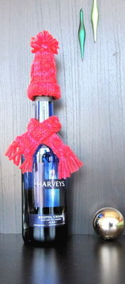 How to make a plushies & friends. Holiday Wine Bottle Hat & Scarf - Step 3