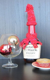 How to make a plushies & friends. Holiday Wine Bottle Hat & Scarf - Step 4