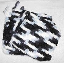 Black &amp; White Pot Holders/Hot Plate Mats