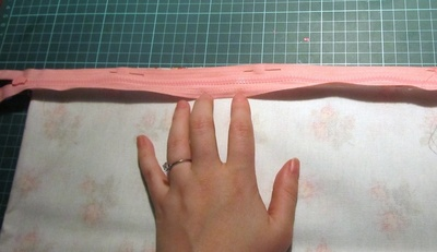 How to make a washbag. Oil Cloth Washbag - Step 4