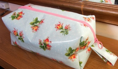 How to make a washbag. Oil Cloth Washbag - Step 10