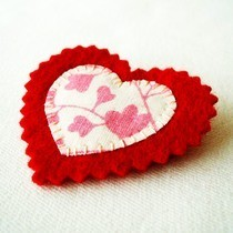 Upcycled Fabric Heart Brooch Tutorial 