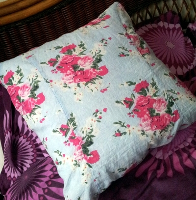 How to make a recycled cushion. Shirt Cushion Cover - Step 8