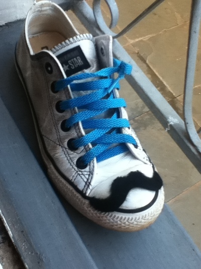 How to make sneakers. Mustache Converses!! - Step 4