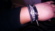 Diy: Black Spike Bracelet 