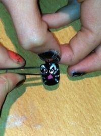 How to paint an animal nail. Cat Nails - Step 4