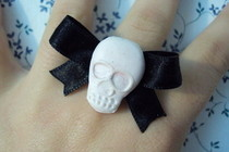 Skull Ring With Bow