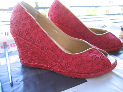 How to make a pair of lace shoes. Turn Old Shoes New - Step 3