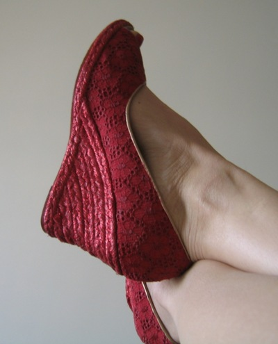 How to make a pair of lace shoes. Turn Old Shoes New - Step 4