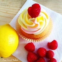 Raspberry Lemon Fun Da Middles Cupcakes