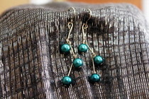 Short Staggered Pearl Earrings