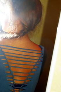 Cut Up The Back Of Your T Shirt   Sexy V And Weave