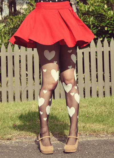 How to make a pair of tights / pantyhose. Diy Heart Print Tights - Step 8