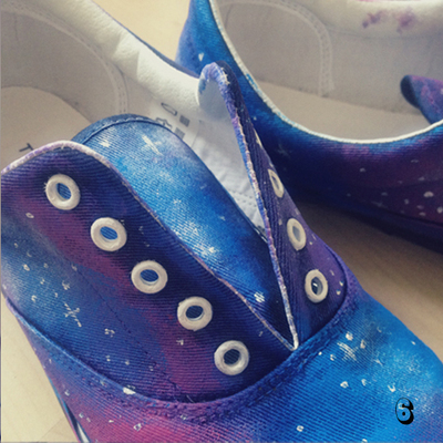 How to paint a pair of patterned shoes. Galaxy Print Shoes - Step 6