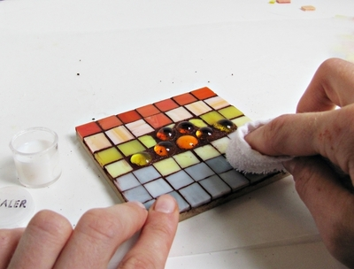 How to make a coaster. Stained Glass Mosaic Trivets - Step 9