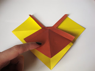 How to fold an origami shape. Origami Bows - Step 21